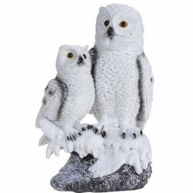Baby sneeuwuil kindje boomstam beeldje decoratie type speelgoed